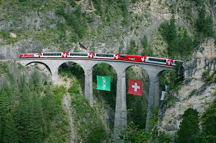 http://www.eisenbahnfotograf.de/ausland/rhb/IMGP5474.jpg