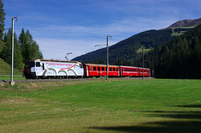 http://www.eisenbahnfotograf.de/ausland/rhb/IMGP5511.jpg