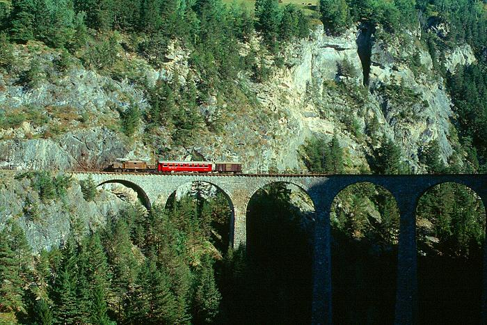 http://www.eisenbahnfotograf.de/ausland/rhb/i3910603.JPG