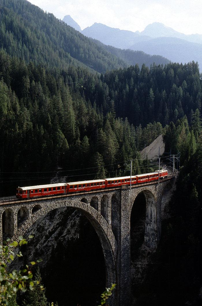 http://www.eisenbahnfotograf.de/ausland/rhb/i3920443.jpg