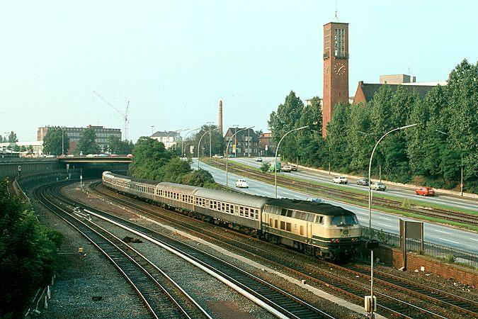http://www.eisenbahnfotograf.de/dbdiesel/galerie218/i1470222.JPG