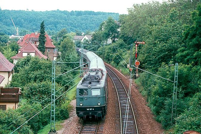 http://www.eisenbahnfotograf.de/dbellok/galerie140/i1430140.JPG